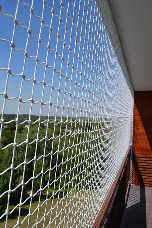 zabezpieczenie-siatka-balkonu-dla-dziecka.jpg